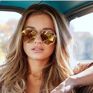 Gold polarized aviator sunglasses